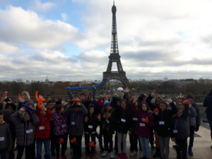 LES ENFANTS DES ECOLES A PARIS
